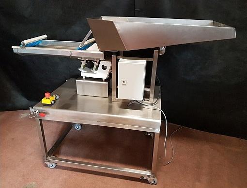 Автоматический податчик сливы для удаления косточки