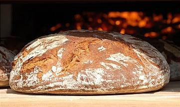 Хлеб выпеченный в печи на дровах