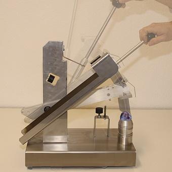 Ручная машина для удаления косточек из сливы